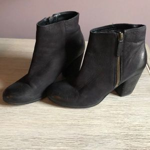 Genuine soft black Leather BP Block Heel Bootie 6M